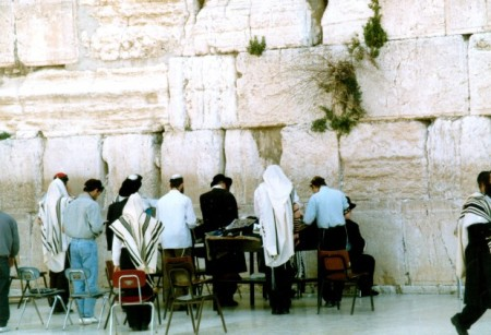 Praying at Kotel2
